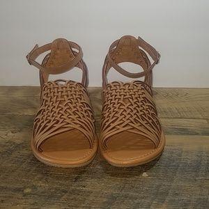 City Classified Tan Sandals EUC 9